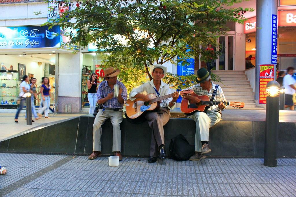 Imagen de un Trió Musical en las calles de Armenia