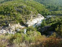 Sente RG du ruisseau de Sainte-Lucie : vasques du ruisseau de Sainte-Lucie en contrebas