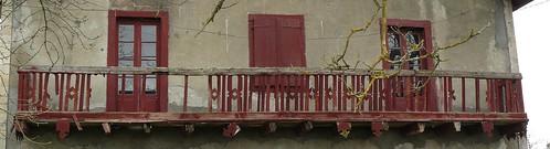 Saint Cricq-du-Gave, le balcon rouge de l'impasse du château