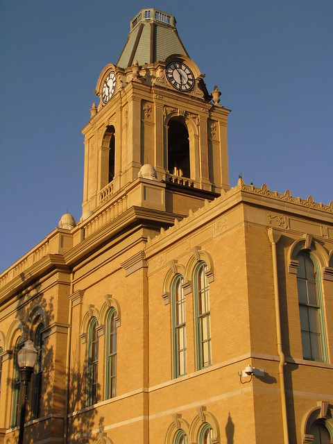 Robertson Co. Courthouse before dusk