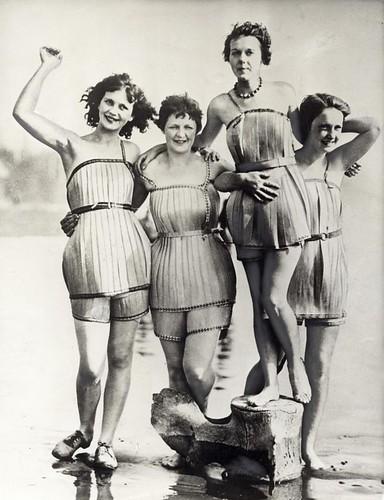 Houten badpakken / Wooden bathing suits