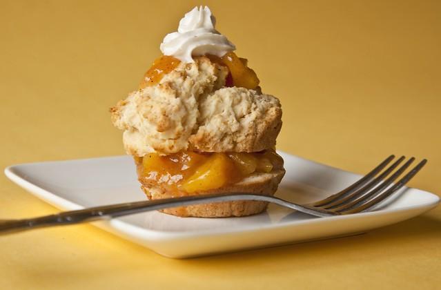 peach shortcake | almond peach shortcake (vegandad.blogspot.… | By ...