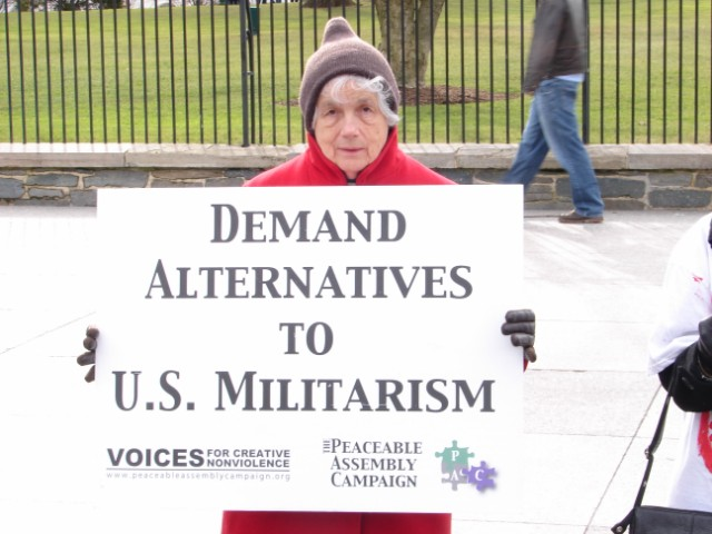 Minnesotans for Peace (including Pax Christi Minnesotans!) at White House