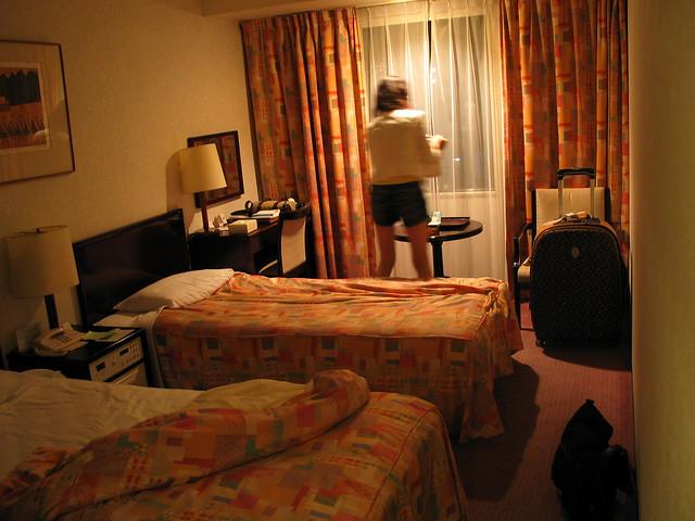 晚上真实卧室照片