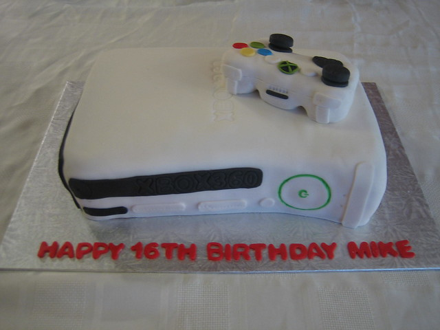 Xbox Birthday Cake http://www.flickr.com/photos/25016830@N03/4156467348/
