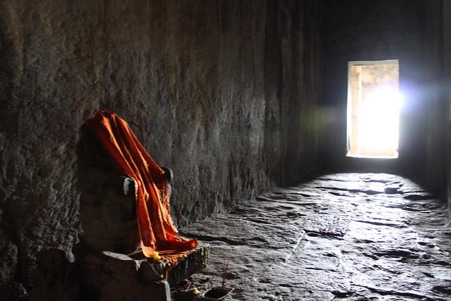 Headless Buddha in Angkor Wat