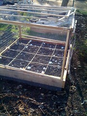 agriculture(0.0), outdoor structure(0.0), roof(0.0), foundation(0.0), cage(1.0), net(1.0),