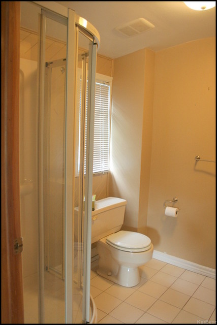 Upstairs Bathroom4