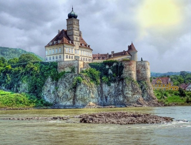 Welcome to the Wachau Valley on the Danube