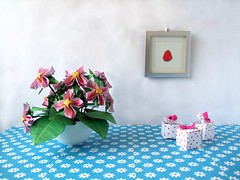 Paper Sweet 7 Photos | Origami Flowers on a Table | 535