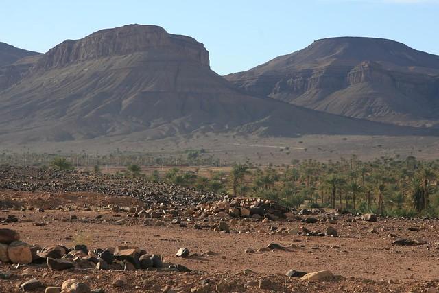 Montanhas na aldeia de Nkob no Sul de Marrocos
