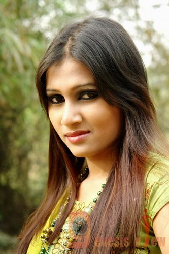 BANGLADESHI GIRL: http://www.flickr.com/photos/44369973@N03/4082873610/