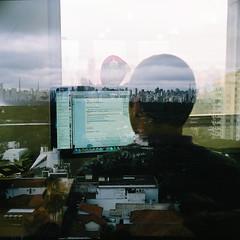 Imagem de Programador sobreposta com a vista da varanda da boo-box
