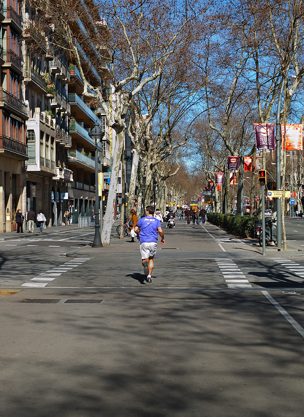 barcelona photoblog jogger in gran via de les corts barcelona. Black Bedroom Furniture Sets. Home Design Ideas