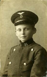 Konduktør nr. 75 i sommeruniform (1907)