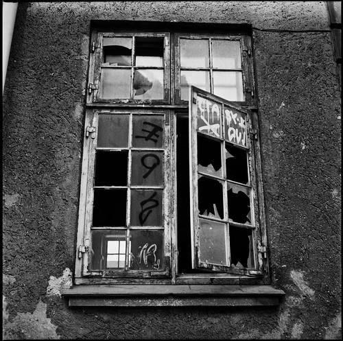 small window by bildministeriet