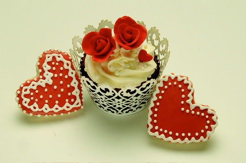 Valentine Cupcake & Cookies by The Couture Cakery