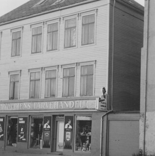 Strandveiens Farvehandel i Gregus gate 12 (1973)