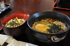 hot pot(0.0), noodle(1.0), meal(1.0), food(1.0), dish(1.0), soup(1.0), cuisine(1.0), chinese food(1.0), udon(1.0), soba(1.0), nabemono(1.0),