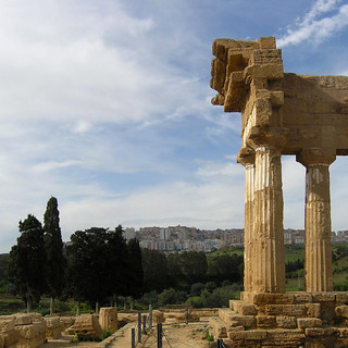 Valley of the Temples 在 Maddalusa 附近 的形象. italy architecture greek temple arquitectura ancient italia columns creative ruin commons cc architektur sicily sicilia agrigento arkitektur castorpollux seierseier