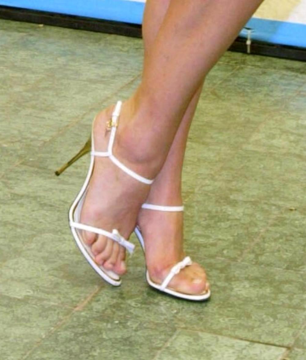 Michelle Hunziker feet (4) - a photo on Flickriver