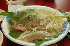 noodle(1.0), bãºn bã² huế(1.0), noodle soup(1.0), vietnamese food(1.0), soto ayam(1.0), kuy teav(1.0), meat(1.0), pho(1.0), food(1.0), dish(1.0), laksa(1.0), soup(1.0), cuisine(1.0), chow mein(1.0),