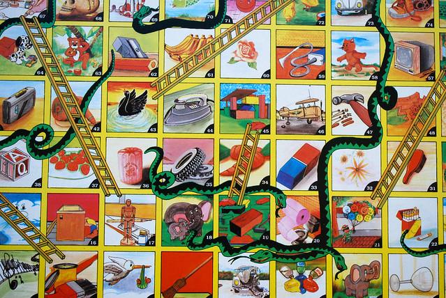 Serpientes y escaleras closeup by tinnevl flickr for Escaleras y serpientes imprimir