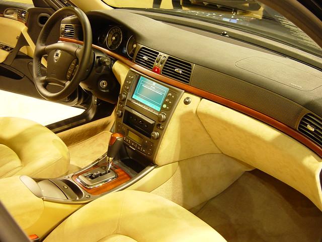 Lancia thesis 2002 interior