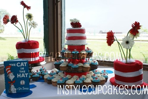 Cat In The Hat Cupcake Cake Setup