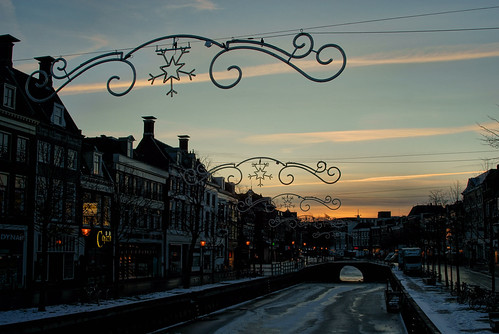 city morning winter sky sun snow ice sunrise town canal sony illumination friesland stad 2010 leeuwarden a300 fryslân liwwadden ljouwert nieuwestad supershot sonyalpha nijstêd stêd α300 alpha300 sonyphotographing kh2018 kulturelehaadstêd2018