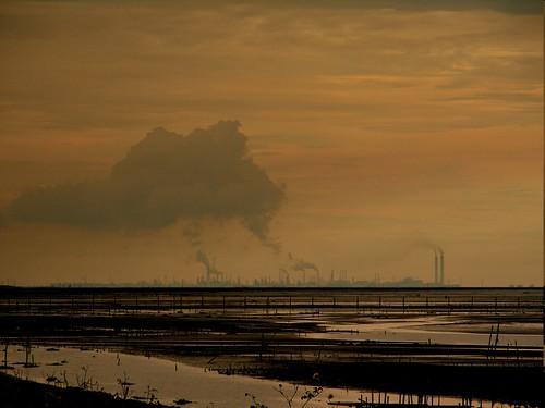 六輕帶給雲林、彰化地區的空汙,讓在地罹癌率高居不下。圖片提供:彰化環保盟聯理事長蔡嘉陽