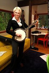 rachel plays her new banjo