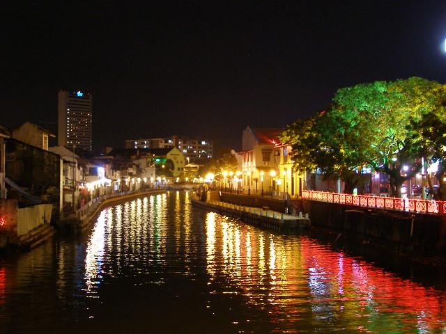 马六甲河的夜景