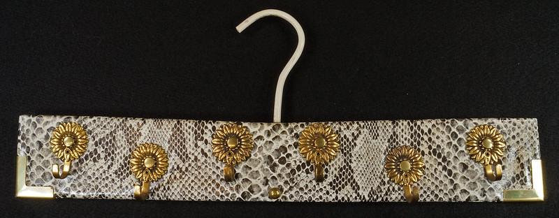 RD15280 Vintage Mid Century Snakeskin & Brass Jewelry Necklace Hanger DSC08963