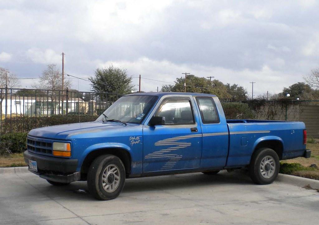 Qrkakf on 2004 Dodge Dakota Headlight Replacement