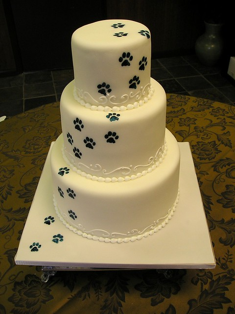 Print Pictures For Cake : paw prints wedding cake www.stephaniethebaker.com Flickr ...