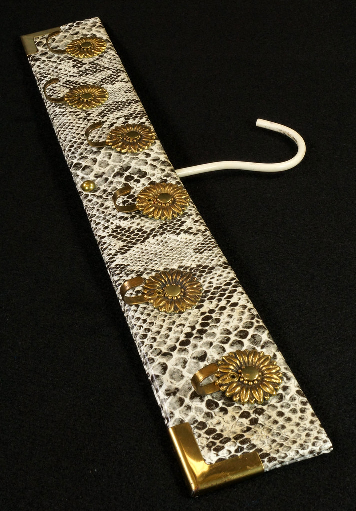 RD15280 Vintage Mid Century Snakeskin & Brass Jewelry Necklace Hanger DSC08966