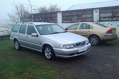 volvo s70(0.0), automobile(1.0), automotive exterior(1.0), family car(1.0), vehicle(1.0), volvo v70(1.0), volvo 850(1.0), full-size car(1.0), mid-size car(1.0), compact car(1.0), volvo cars(1.0), sedan(1.0), land vehicle(1.0), luxury vehicle(1.0),