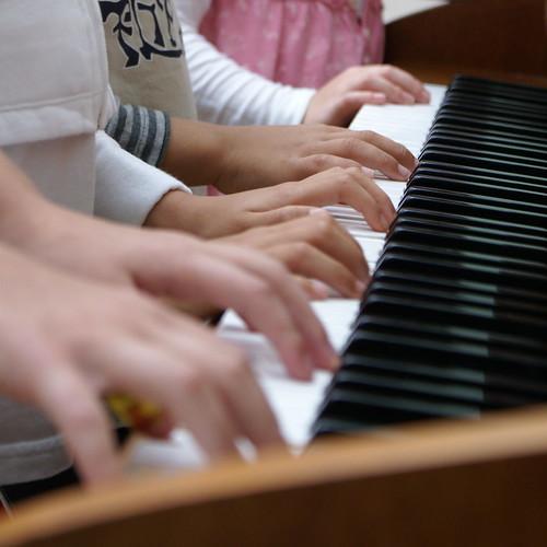 children on piano