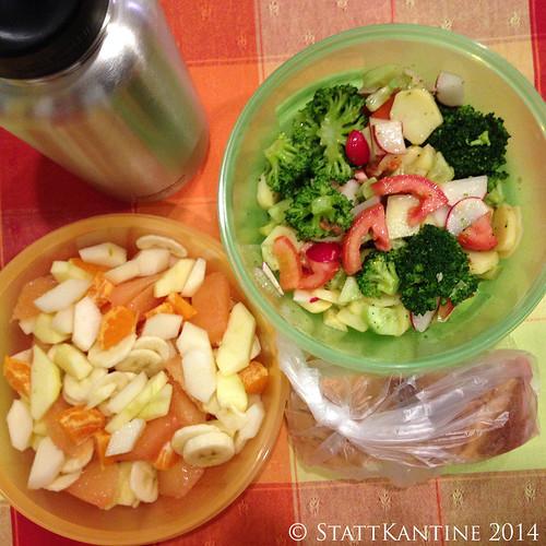 Stattkantine 01.04.14 - Brokkoli-Salat, Pane Pugliese, Obstsalat