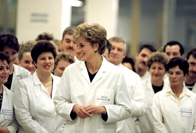 058792: Visit by Diana Princess of Wales 1992