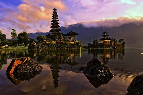 Pura Ulun Danu, Bedugul, Bali - Morning by the lake