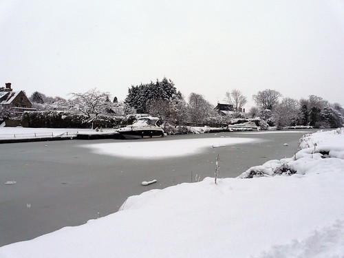 Frozen Thames at Sandford lock