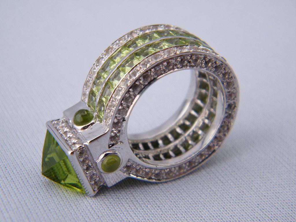 Peridot Wedding Bands 30 Inspirational Green Peridot Pyramid Treasure