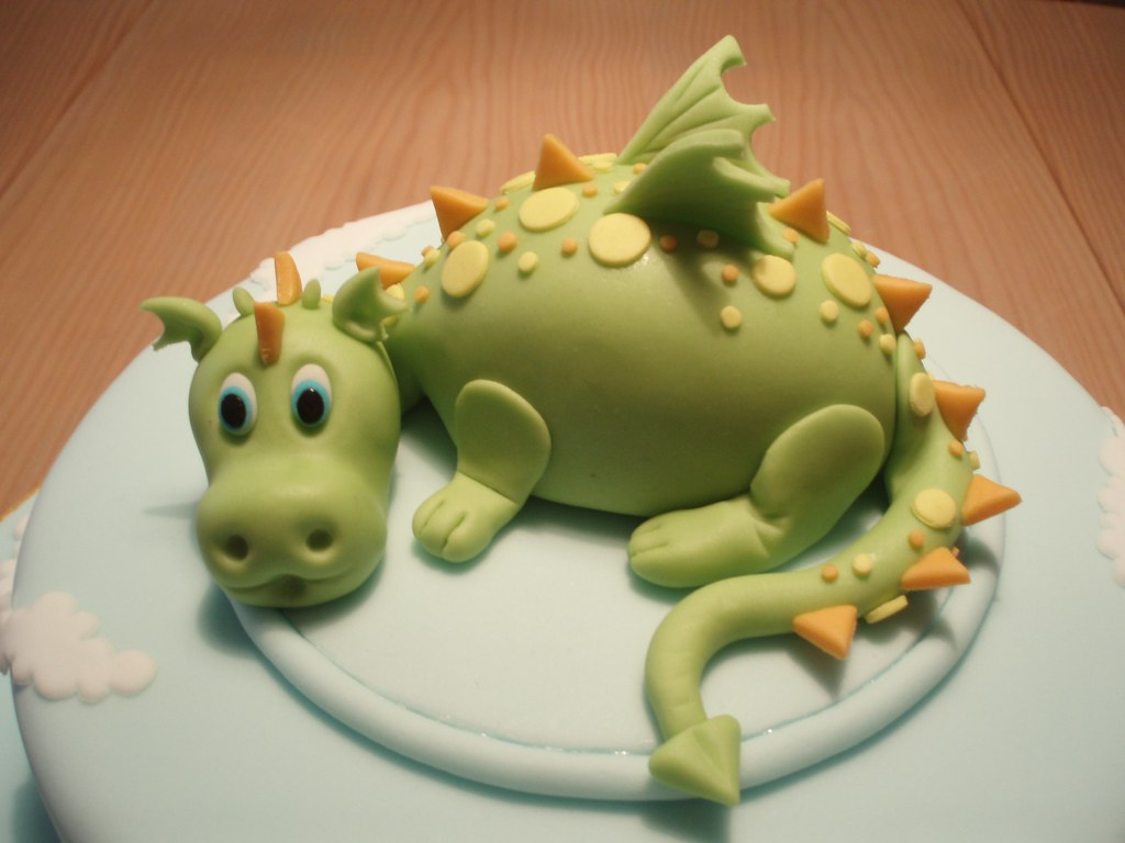 DRAGAO/DRAGON CAKE TOPPER - a photo on Flickriver