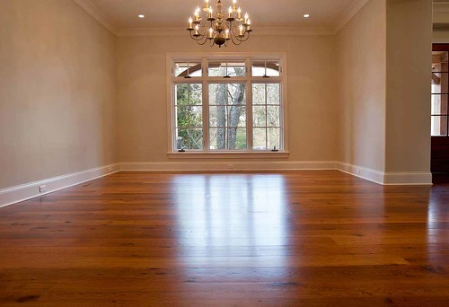 dining room with reclaimed wood floor - Dining Room Flooring Options