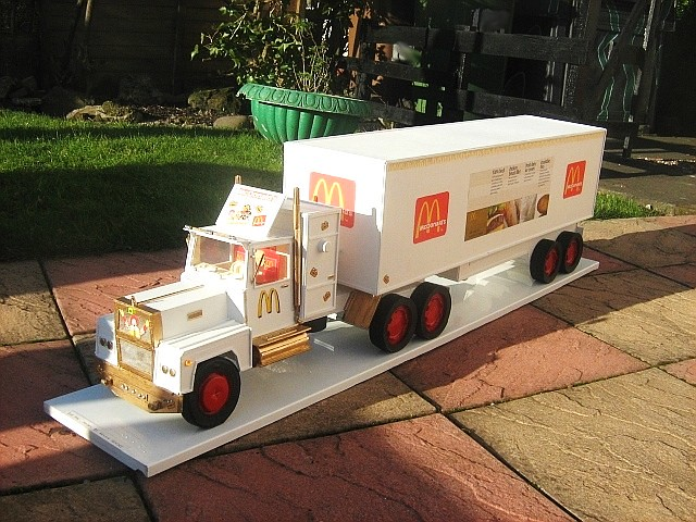 Mcdonald 39 s truck model made from cardboard and recycled ma for Model making with waste material
