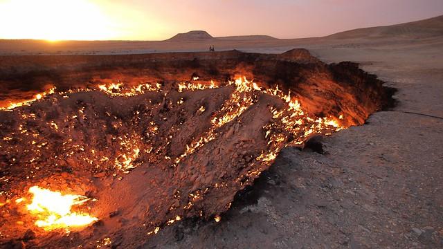 P9202833-Turkmenistan-Central-Asia-Karakum-gas-crater-darvaza