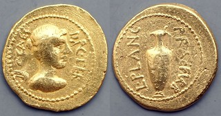 475/1 Julius Caesar Aureus C.CAES.DIC.TER L.PLANC.PRAEF.VRB. Victory Jug, AM#09243-80