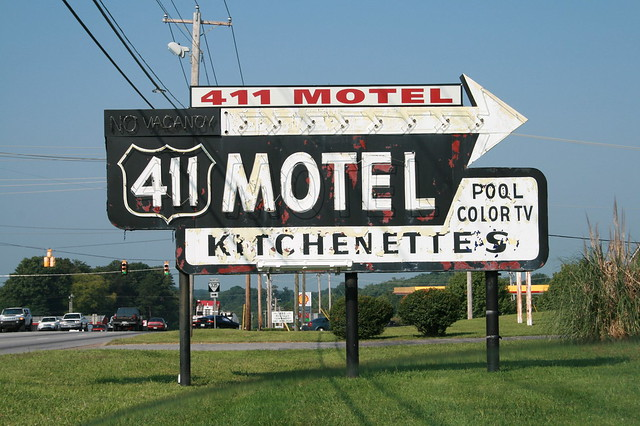 411 Motel sign